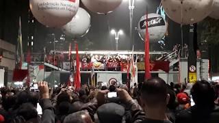 """Ana Cañas canta """"O bêbado e o equilibrista"""" na Paulista"""