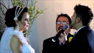Casamento Israel e Brenda - noivo cantando de surpresa