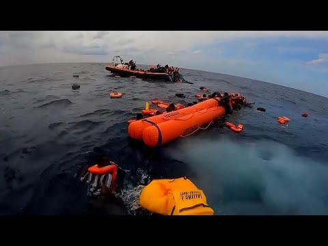 Több mint 400 menekülőt mentett ki a tengerből a Sea-Watch
