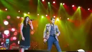 Sonu nigam and manya narang at concert singing sapna jahan song