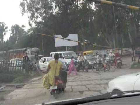 Chaos at Railway crossing, India