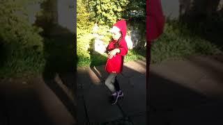 Menina de 6 anos dançando hip Hop
