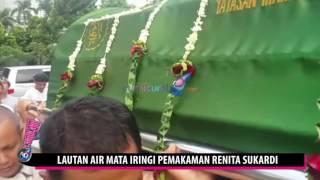 Haji Sodik dan rekan2 tukang ojek pengkolan takziah mengantar jenazah Renita sukardi