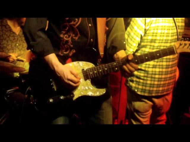 Vídeo de un concierto en Universonoro.