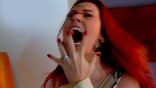 Rosana tem ataque diabólico com Padre Emiliano (Amigas e Rivais)
