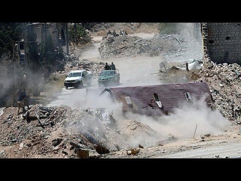 Des familles syriennes fuient les quartiers rebelles d'Alep