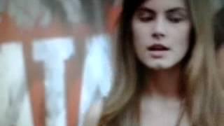 Novela Malhação capitulo do dia 21/05/2015 Vicki acusa Bianca de querer usar João.