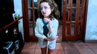 Anna Clara dançando Show das Poderosas