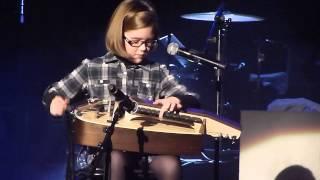 Carlos Núñez en Vigo - con María López Carballo [video 0] (unha nena de Narón de 8 anos)