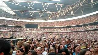 TAKE THAT - Crowd singing God Save The Queen - London, Wembley 01/07/2011