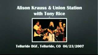 Alison Krauss - I Think it's Going To Rain Today live 2007