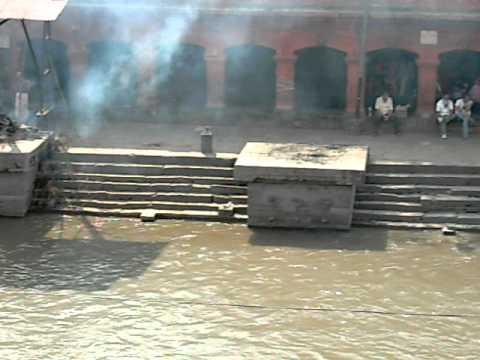 kmckmc2 尼泊爾_焚葬 Burning corpse in Nepal.AVI
