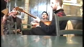 Ο ΚΑΛΟΓΕΡΟΣ     ΒΑΣΙΛΗΣ ΣΚΟΥΤΑΣ - ΝΙΚΟΣ ΜΠΑΡΜΠΑΓΙΑΝΝΗΣ ( ΚΑΠΝΙΚΑΡΕΑ 2005 )