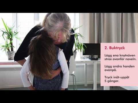 Så här gör du om ett barn över 1 år sätter något i halsen och inte kan andas: