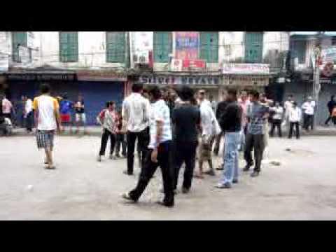 ネパール・ストライキ6日目のカトマンズ④(10.5.05)