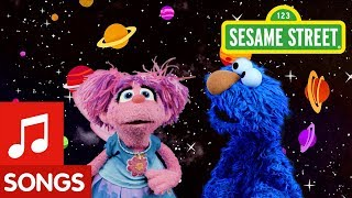 Sesame Street: Find Blue with Elmo and Abby | I Spy Color Song #2