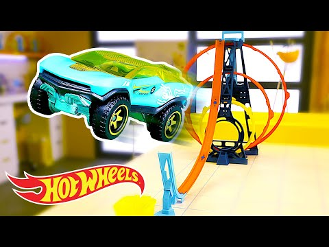 The Ultimate 'Driving Force' Experiment | Labs Unlimited | Hot Wheels