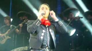Alejandro Fernández - Medley Ranchero (opening show Maracaibo 2011)