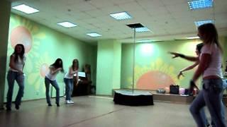 веселый танец от педагогов  студия танца YARILA DANCE