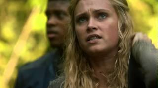 Bellarke Scenes (10) BELLAMY SAVES CLARKE [THE 100 S01E02]