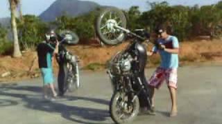 GDA - garotos do asfalto-Castelo ES empinando moto
