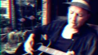 cre8 cafe - Harmonica Lewinski changes instrument