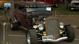 Nova Esperança recebe encontro de carros antigos