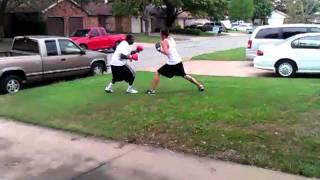 Mario vs. Luige street boxing