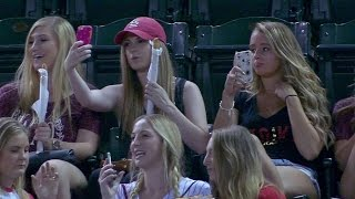 COL@ARI: Fans are having a blast taking some selfies