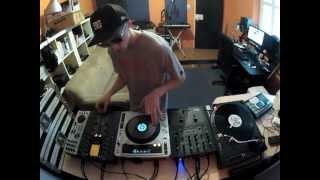 Dj BK - Pioneer CDJ Vs Technics Turntable - Scratch Comparison