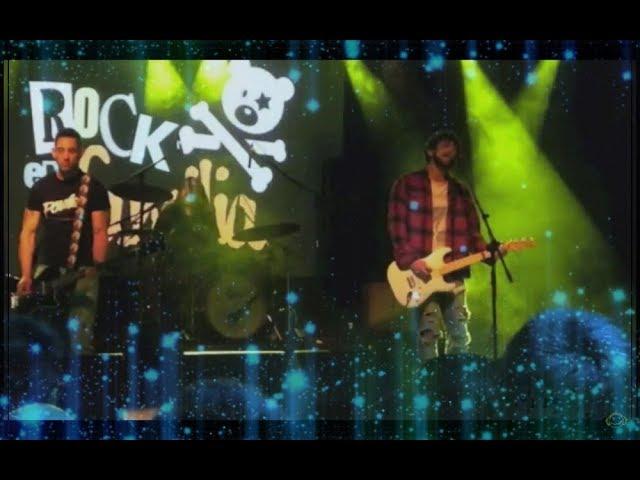 """Radiobleach en concierto tocando la canción """"Come as you are"""" de Nirvana"""