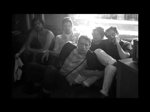 Kein Liebeslied En Espanol de Kraftklub Letra y Video