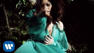 Laura Pausini - Pregúntale al cielo (Official Video)