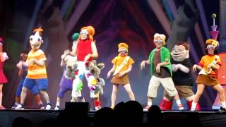 PHINEAS AND FERB LIVE: SQUIRRELS  IN MY PANTS SONG (SIMP SONG)