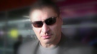 Andrzej Gołota na lotnisku w Warszawie