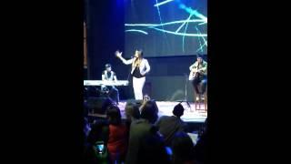 Santiago Torres tocando con India Martínez: La noche W Kúkara Bogotá