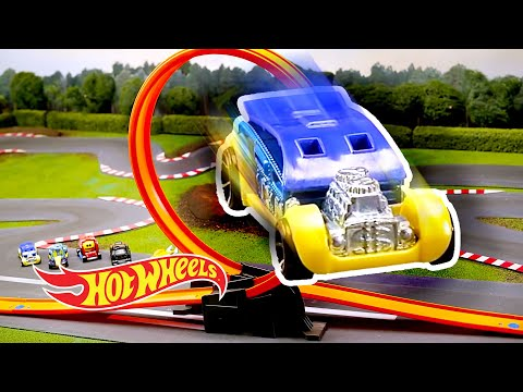 SUMMER FUN & GAMES in Stop Motion! | World of Hot Wheels | Hot Wheels