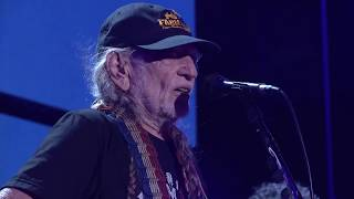 Willie Nelson & Family - Mamas Don't Let your Babies Grow Up to be Cowboys (Live at Farm Aid 2017)