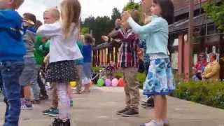 Schoolfeest 2015 basisschool Gierle optreden 3e kleuterklas podium rechtsachter