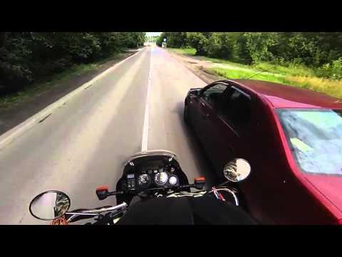 Мотоциклист против Рено Логан
