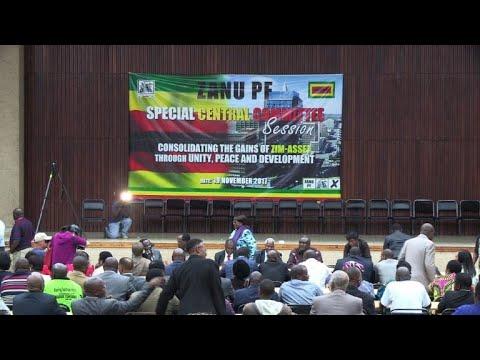الحزب الحاكم في زيمبابوي يعتزم البدء بآلية عزل موغابي الثلاثاء