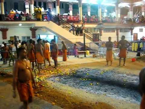 Firewalking / Theemithi @ Singapore Sri Mariamman Temple