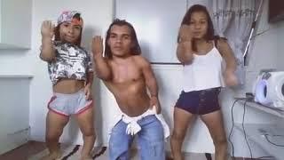 De menor dançando kkkk