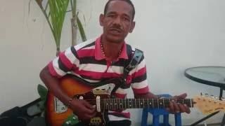 Claro Torres y su guitarra