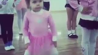 A menina que não quer dançar balé .