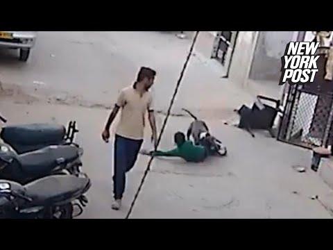Copil atacat de un Pit Bull in strada