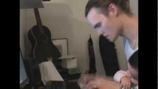 Ett litet barn av Davids hus - Erik Runeson feat. John Legend & Questlove