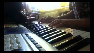 Playing on the piano Chillin - Yamaha PSR-E403