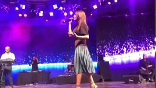 مقطع من حفلة نانسي عجرم في القرية العالمية في دبي واغنية يا بنات
