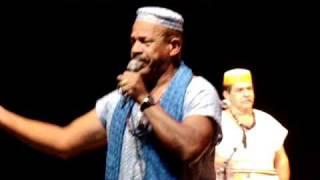 Tião Casemiro cantando no I Festival Paranaense de Umbanda